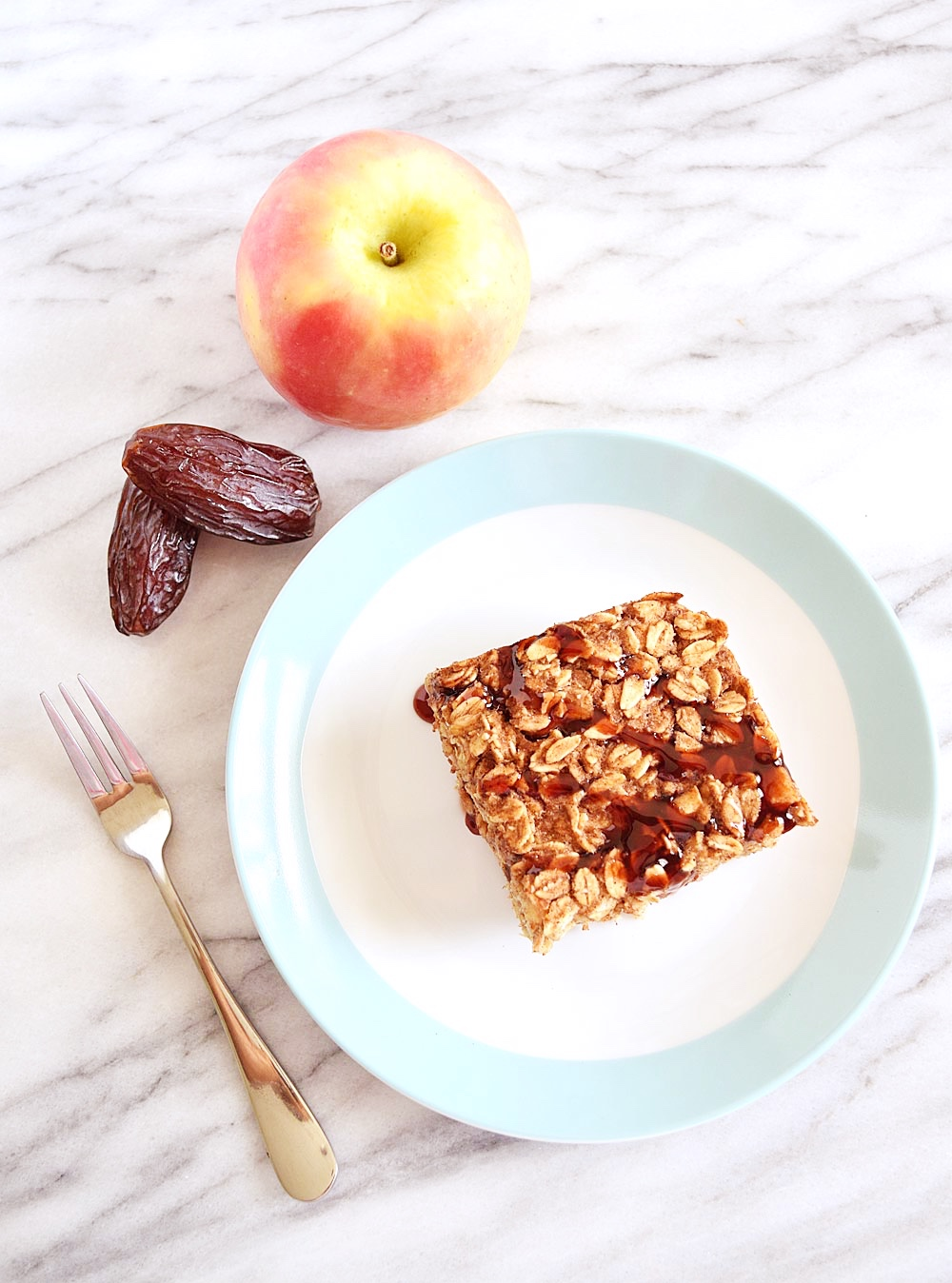 Vegan Caramel Apple Baked Oatmeal