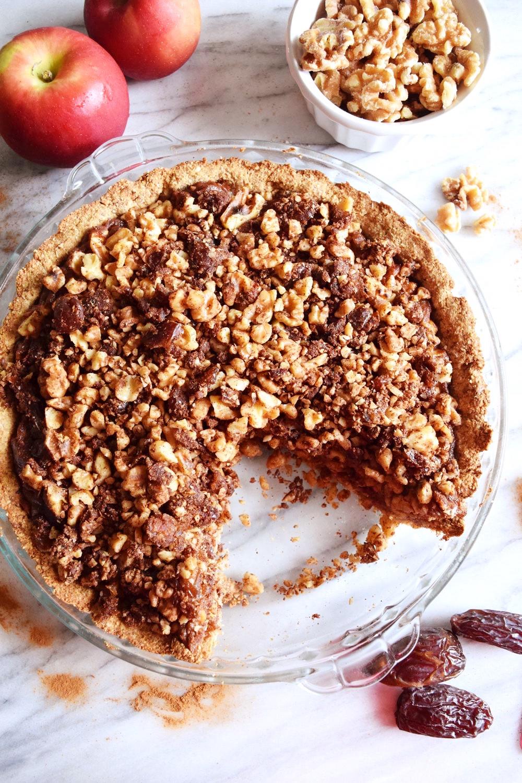Vegan Caramel Apple Crumb Pie
